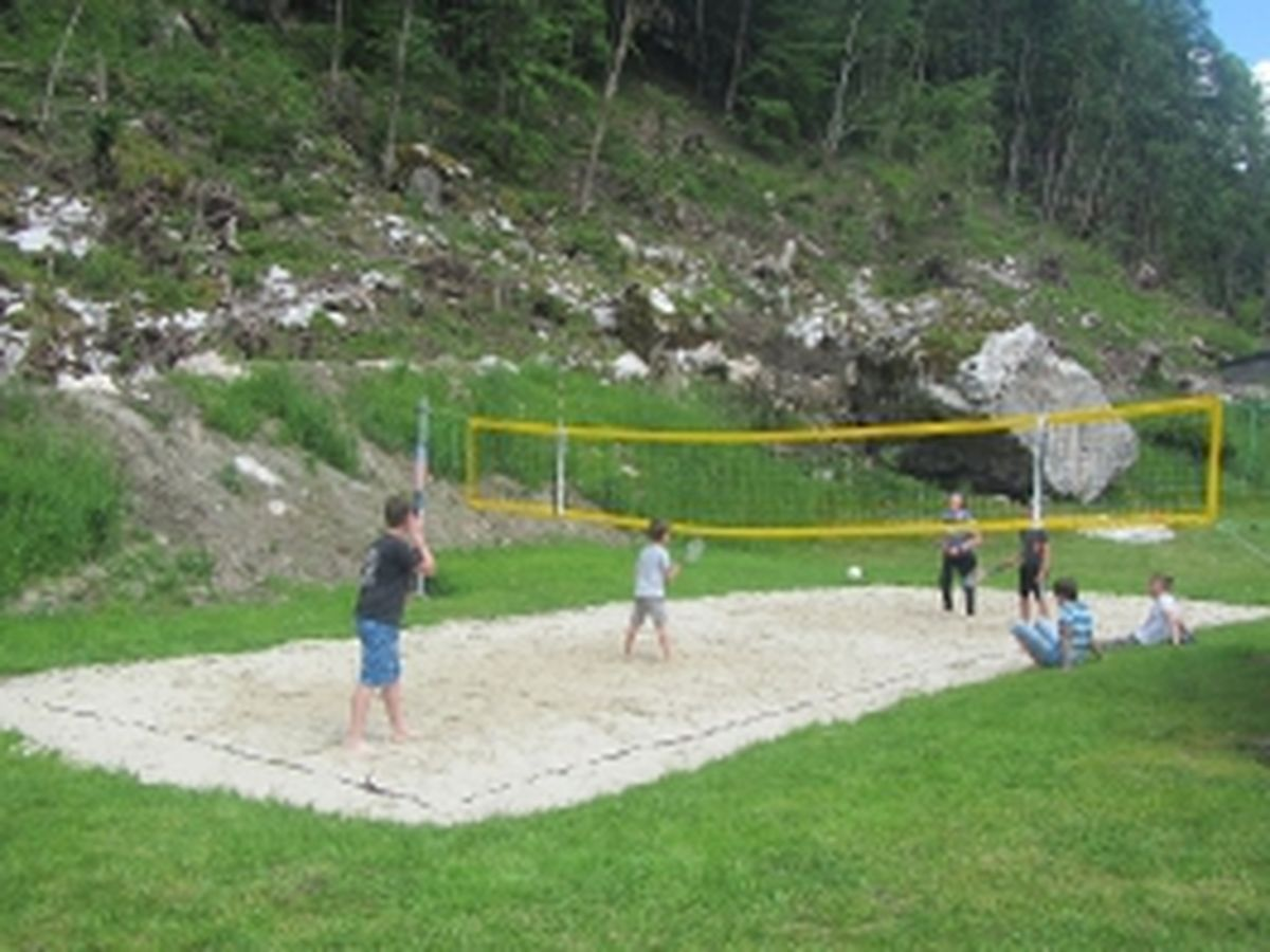 Badminton und Beachvolleyballfeld