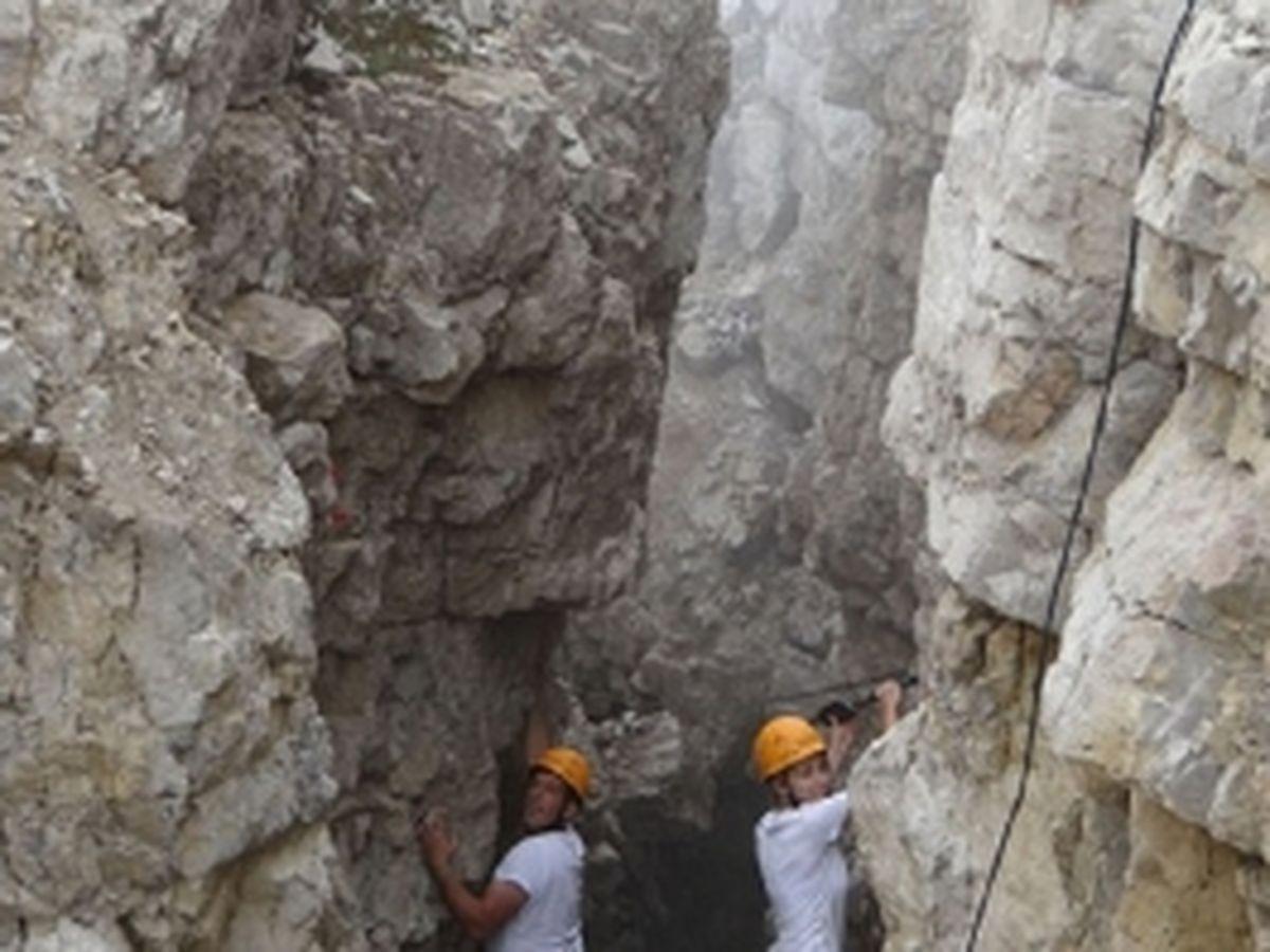 Geologen vermessen Gipfelspalte | Michael Krautblatter, TU München, 2015